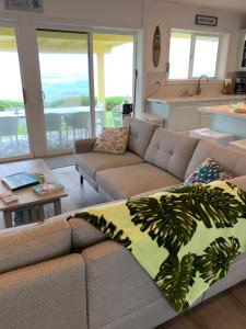 A seating area at Coral Walk Cottages Yellow Special