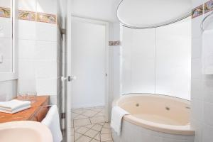 A bathroom at BreakFree Royal Harbour