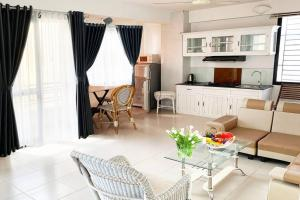 5A Spacious two room unit, 5 minutes walk to the beach