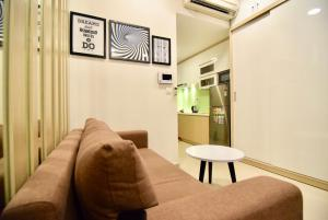 A seating area at Linh Tran - Rivergate Apartments Free Infinity Pool & GYM