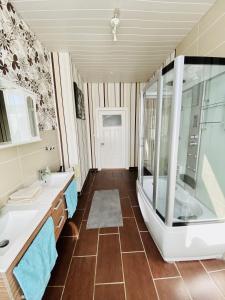 Ein Badezimmer in der Unterkunft Ferienwohnung in Kiel- und Kanalnähe