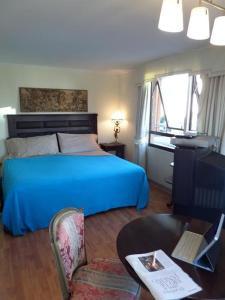 Cama o camas de una habitación en Costanera Center Apartment