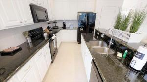 A kitchen or kitchenette at Luxury Home - Private Pool - 7 bed 6 bath
