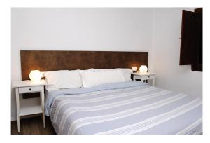 A bed or beds in a room at Apartmentos Nort