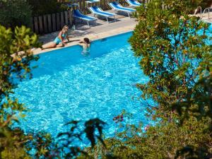 Het zwembad bij of vlak bij Residence Hotel Lu Nibareddu
