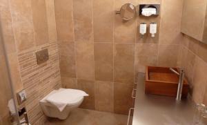 A bathroom at La Scala Apartments
