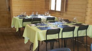 Un restaurante o sitio para comer en Complejo Rural Lifara