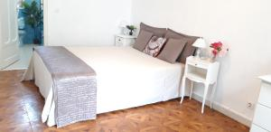 A bed or beds in a room at Appartements Massena