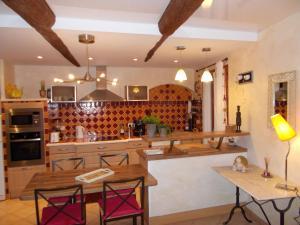 Restaurant ou autre lieu de restauration dans l'établissement Le Campanin
