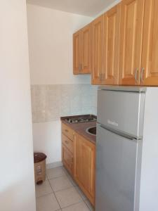 A kitchen or kitchenette at Villa Venera Mimice