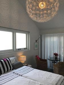 Een bed of bedden in een kamer bij Studio Sunrise