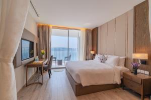 Panoramic Oceanview 2 bedroom Apartment*Huge Balcony*Pool*Gym