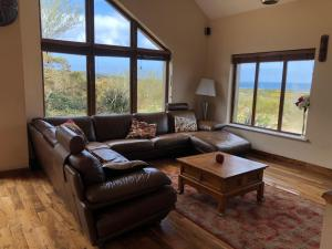 Coin salon dans l'établissement Isolated House close to Beach -with WiFi - long stay welcome
