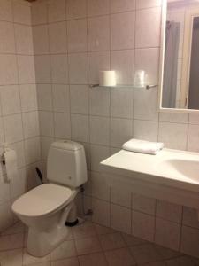 A bathroom at Hotel Svartisen