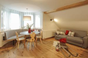 A seating area at Apartments and Rooms Kaja