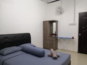 A bed or beds in a room at Rumah Kita Homestay @Kulim