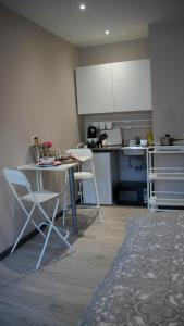 A kitchen or kitchenette at Les petits nids de Nina 2