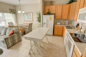 A kitchen or kitchenette at Coral Cay by Florida Star Vacations