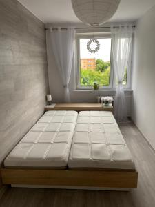 A bed or beds in a room at Przytulne mieszkanie 2 pokojowe