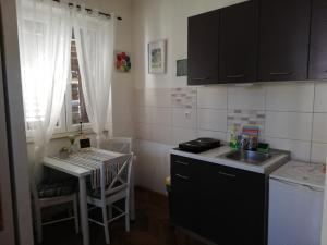 A kitchen or kitchenette at Optimist split/city center