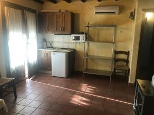 Una cocina o zona de cocina en Cortijo La Ajedrea