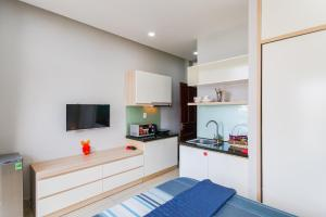 A kitchen or kitchenette at GEM Apartment