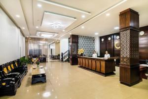 Khách Sạn Crown
