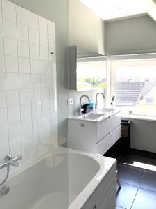 A bathroom at Apartments Villa Manalou