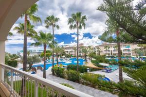 Uitzicht op het zwembad bij Playa Garden Selection Hotel & Spa of in de buurt