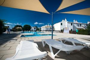 Het zwembad bij of vlak bij Apartamentos Sa Caleta
