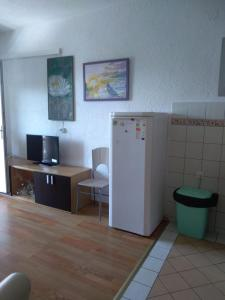 A television and/or entertainment centre at Apartment Bušljeta