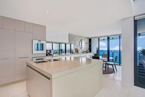 A kitchen or kitchenette at Peppers Soul Surfers Paradise