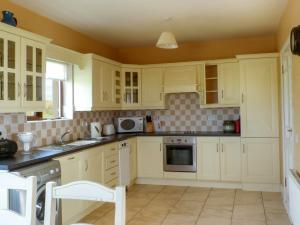 A kitchen or kitchenette at Ballycroy Bungalow