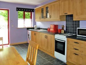 A kitchen or kitchenette at Kiltimagh Cottage