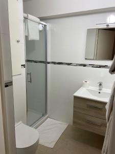 A bathroom at Résidence France Riviera