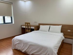Cho thuê căn hộ đủ dịch vụ, 2 phòng ngủ ở Đào Tấn, Ba Đình,