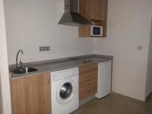 A kitchen or kitchenette at Apartamentos Aixa II