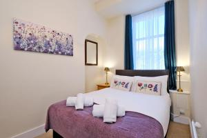 A bed or beds in a room at Home from Home Aberdeen - Broomhill