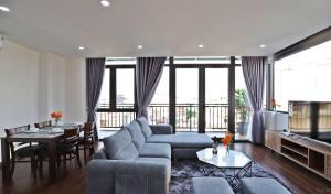 Center-Westlake-Apartments 2