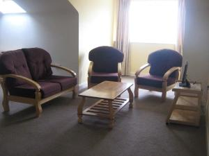 A seating area at Summerhill Apartments