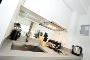 A kitchen or kitchenette at Staycity Aparthotels Deptford Bridge Station
