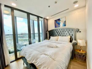 LANDMARK 81-LUXURY APARTMENT
