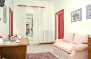 A seating area at Apt 2/5 pax La Bella Sosta (al centro di Roma)