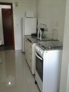 A kitchen or kitchenette at Apartamento Setor Bueno