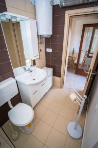 A bathroom at Holiday Home Dubi