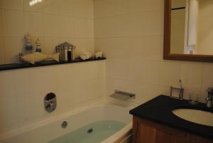 Een badkamer bij Apartment Ormille-sur-Mer