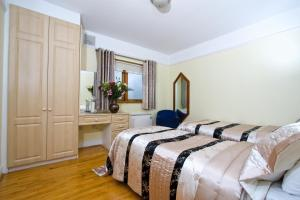 A bed or beds in a room at Oliver St. John Gogarty's Penthouse Apartments