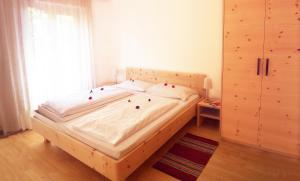 A bed or beds in a room at Residence Hofer