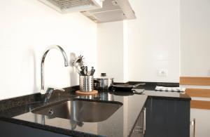 A kitchen or kitchenette at Apartamentos Sabinas Don Jaime