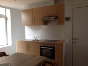 A kitchen or kitchenette at Holiday Home t' Keerske